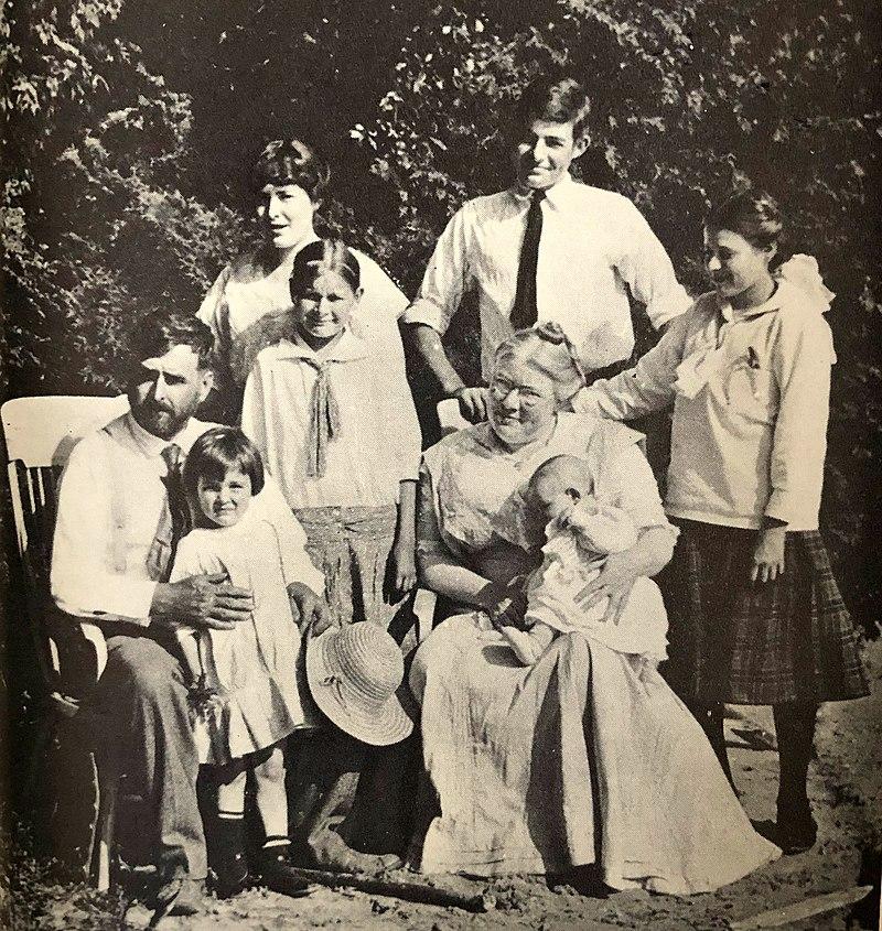 ernest hemingway family in 1915