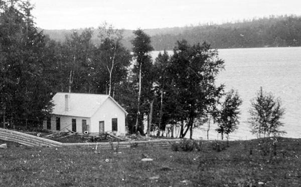 hemingway windemere cottage in walloon lake, mi